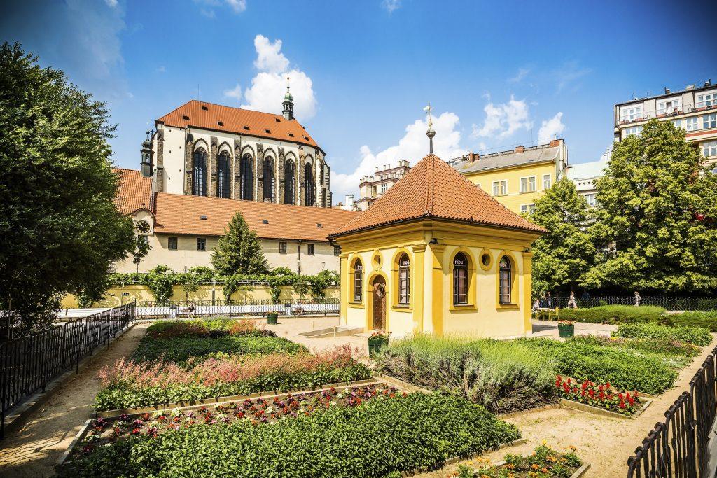 prága ferencesek kertje